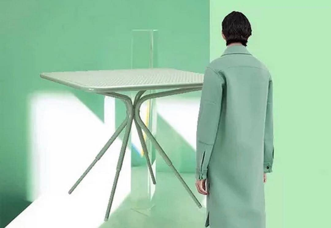 Neo mint colour applied to table, coat and wall. Photo by @ersholya